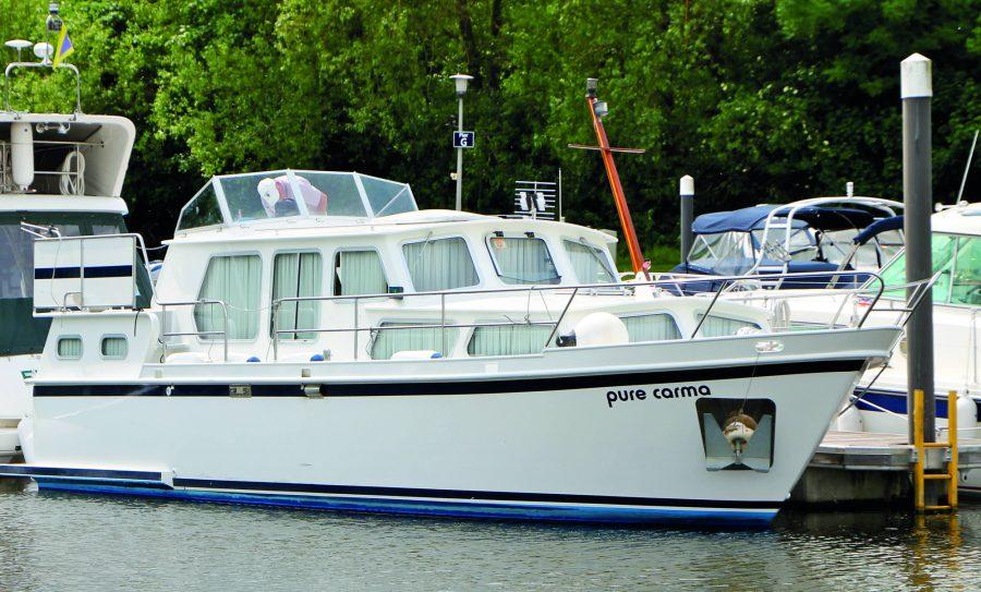 motor-stevens-34-windsor-1