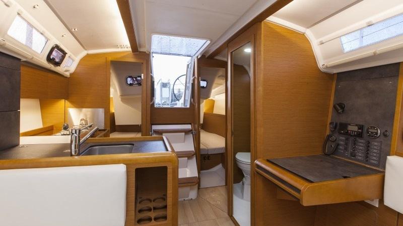 boat-timeshare-sail-jeanneau-389-3